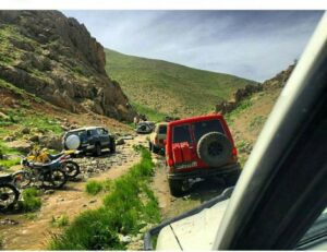 آفرود سواری بدون مجوز در منطقه گردشگری سیلوانای ارومیه؛ تهدیدی برای طبیعت و اکوسیستم جانوری آن!